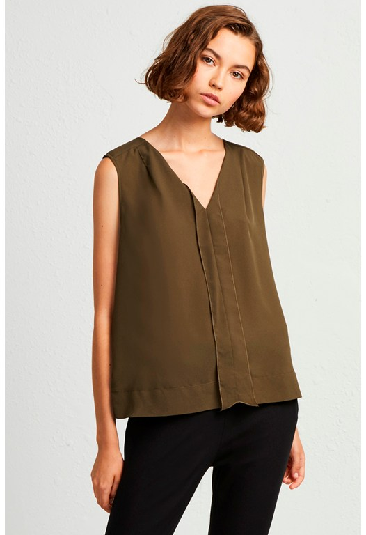 Polly Plains V Neck Top