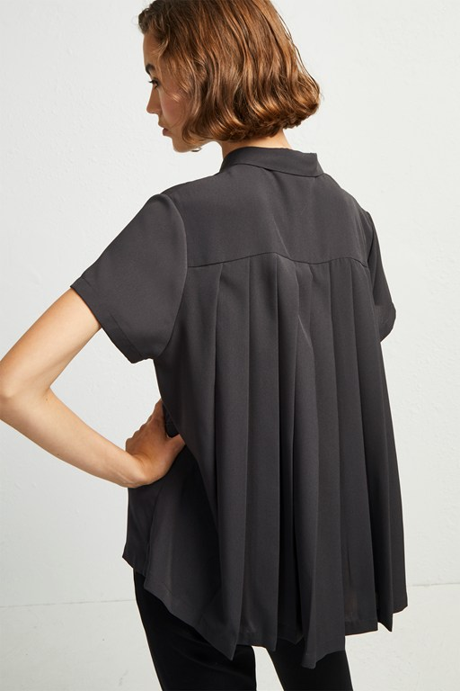 Classic Crepe Pleated Back Shirt