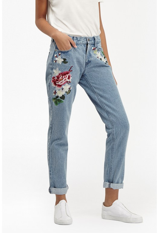 Dionne Embroidered Boyfit Jeans