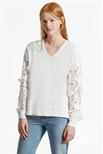 Looks Great With Manzoni 3D Floral Lace Sleeved Jumper