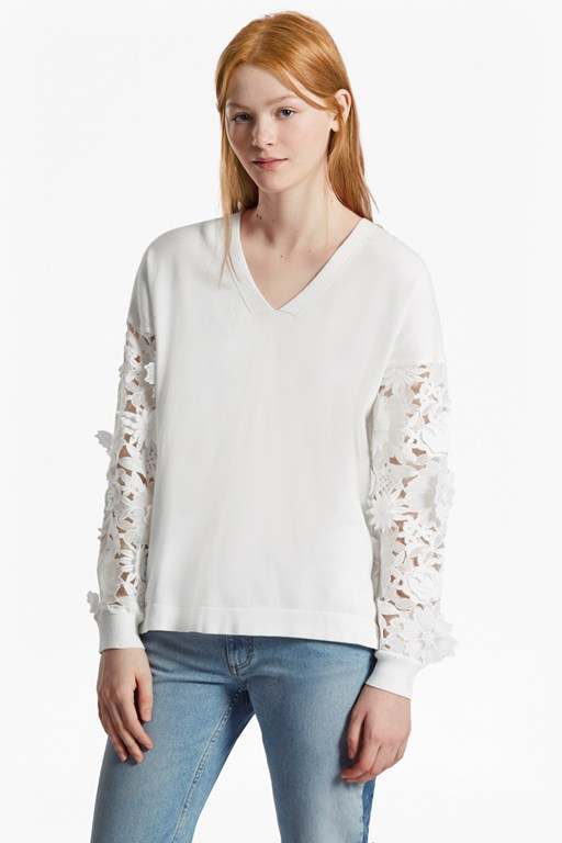 Complete the Look Manzoni 3D Floral Lace Sleeved Jumper