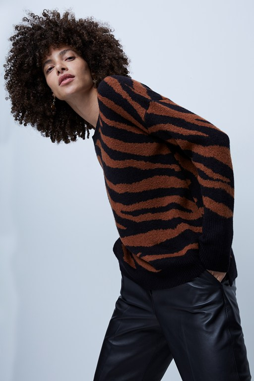 tiger jacquard crew neck fitted sleeve sweater