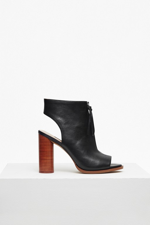 Complete the Look Utarra Zip Front Peep Toe Boots